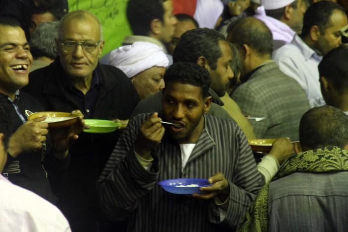 المصريون يحتفلون في ذكرى مولد الحسين - مشاهد من الاحتفال
