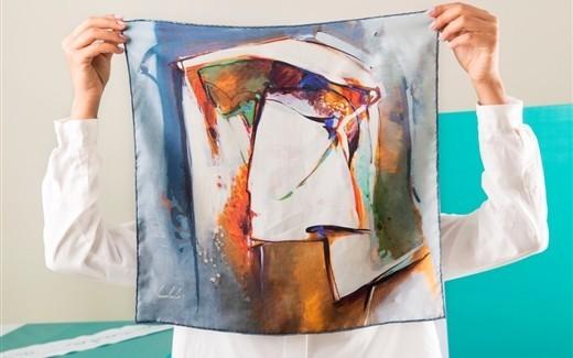 """""""الندى"""" لوحات فنية عربية على الأوشحة"""