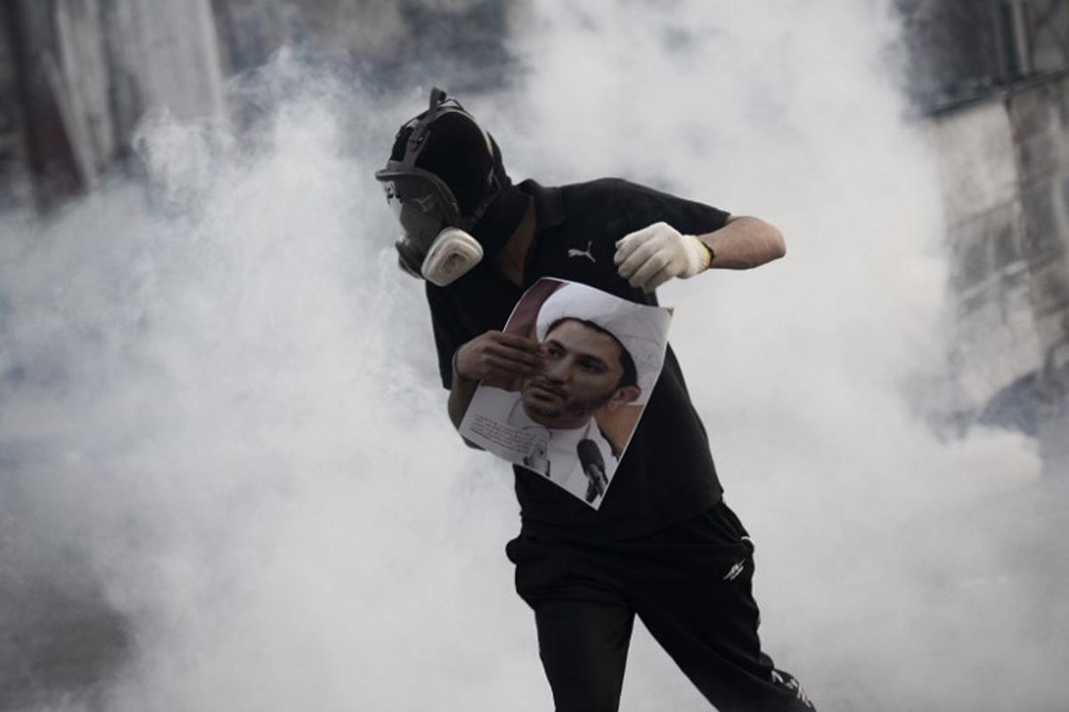 هل تتعسكر الثورة البحرينية؟