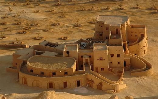 ما الذي تقدّمه لك الصحراء العربية؟