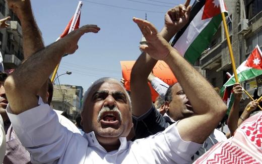 """إخوان الأردن والسلطة: هل تُستبدل """"جزرة الحسين"""" بـ""""عصا السيسي""""؟"""