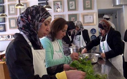 أعدّوا الطعام للاجئين