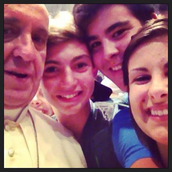 سيلفي مع البابا فرنسيس الأول