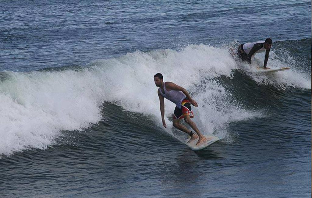 أول فريق لركوب الأمواج في غزة