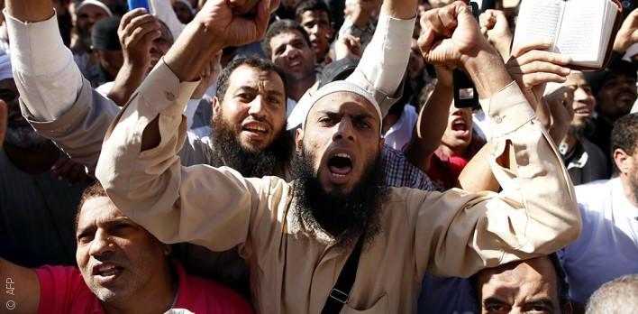 السلفيون يعودون إلى مساجد مصر بدعم رسمي