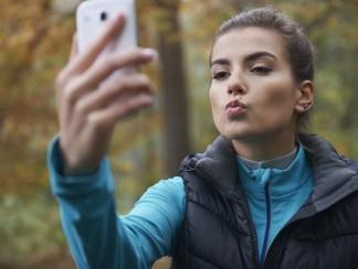هل تعانون من إدمان على استخدام الهاتف الذكي؟