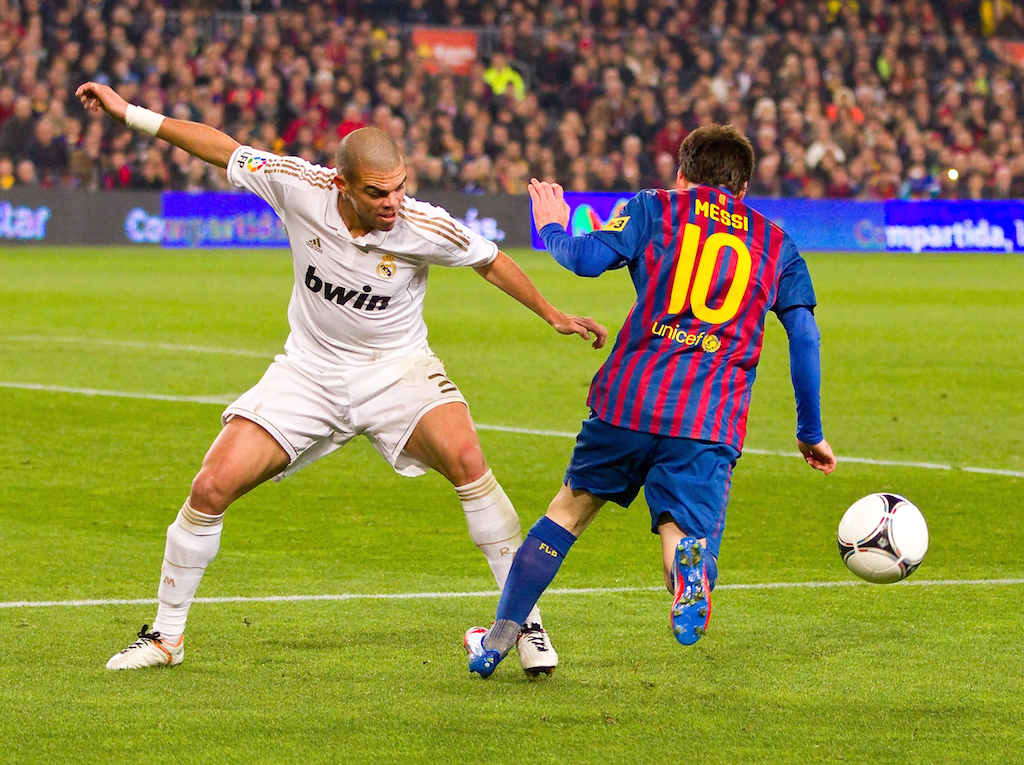 ما هي كرة القدم