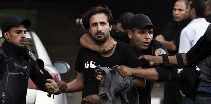 أهالي المعتقلين السياسيين في السجون المصرية يتمنون لو كان أبناؤهم معتقلين بتهم جنائية