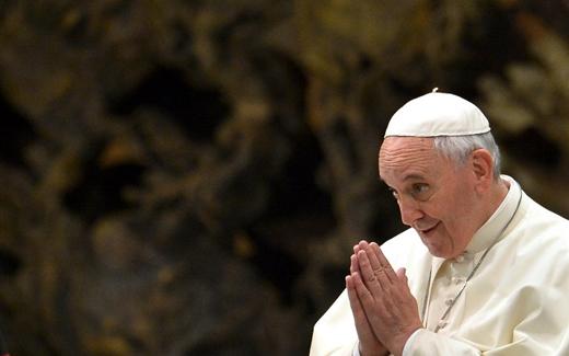 """من يوحنا بولس الثاني إلى البابا فرنسيس: """"الله لا يمتلك عصا سحرية"""""""