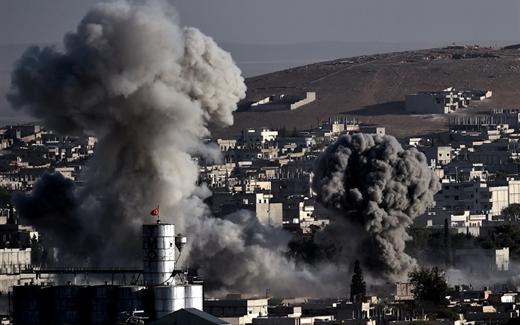 الصراع الأهلي على ضربات التحالف الجوية