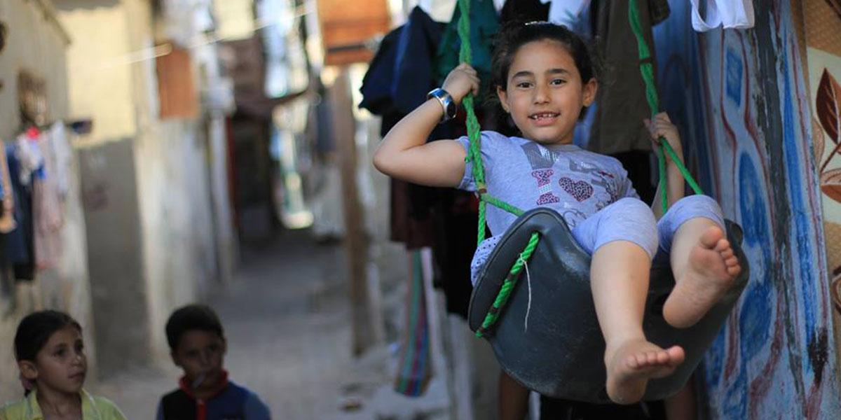 """مخيم الشاطئ في غزة: """"علبة سردين"""" يعشقها أهلها"""