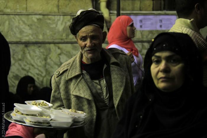 المصريون يحتفلون في ذكرى مولد الحسين - الطعام