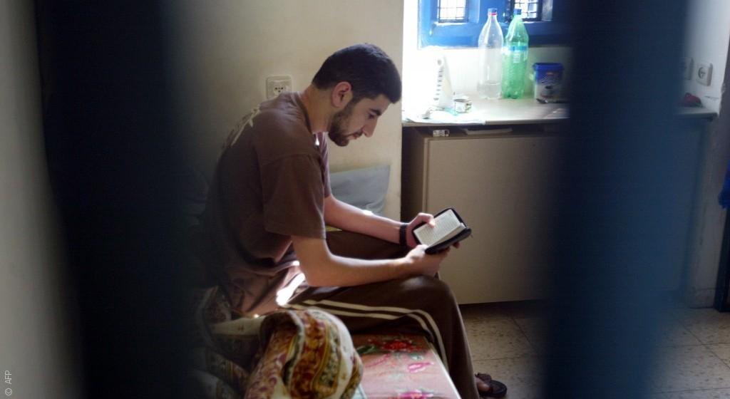 الدراسة في السجن الإسرائيلي أسهل من التعلّم في الجامعات الفلسطينية