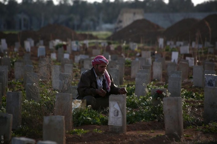 داعش يغير طقوس الموت من مجالس العزاء إلى زيارة القبور