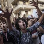 """كيف يغيّر إعلاميو مصر """"أقنعتهم""""؟"""