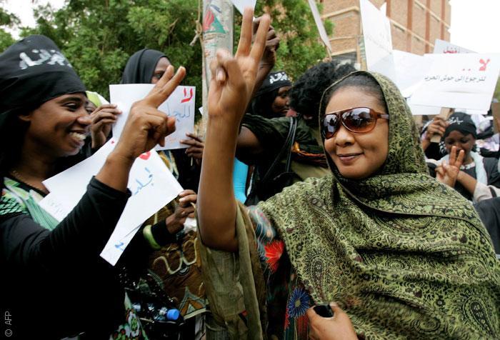 حق المرأة السودانية في ارتداء البنطال .. كيف انتزعته؟