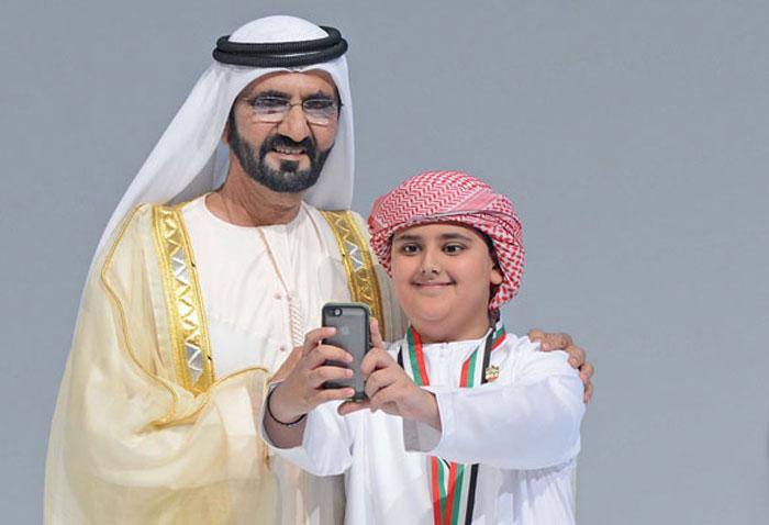صور السيلفي في عالم السياسة - السيلفي في عالم السياسيين - سيلفي الشيخ محمد بن راشد
