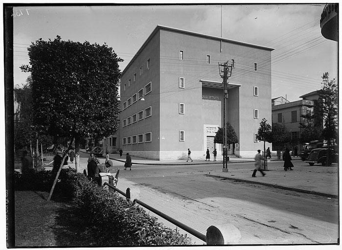 القصة الغريبة وراء تأسيس مدينة تل أبيب - Tel-Aviv_Barclays-Bank_Library-of-Congress