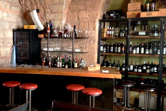 أماكن لاحتساء مشروب بعد العمل في بيروت .. Aperitivo في بيروت - Wine-Bar-breadrepublic