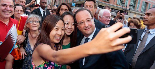صور السيلفي في عالم السياسة - السيلفي في عالم السياسيين - سيلفي هولاند