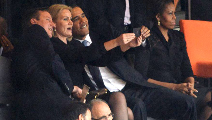 صور السيلفي في عالم السياسة - السيلفي في عالم السياسيين - سيلفي أوباما 1
