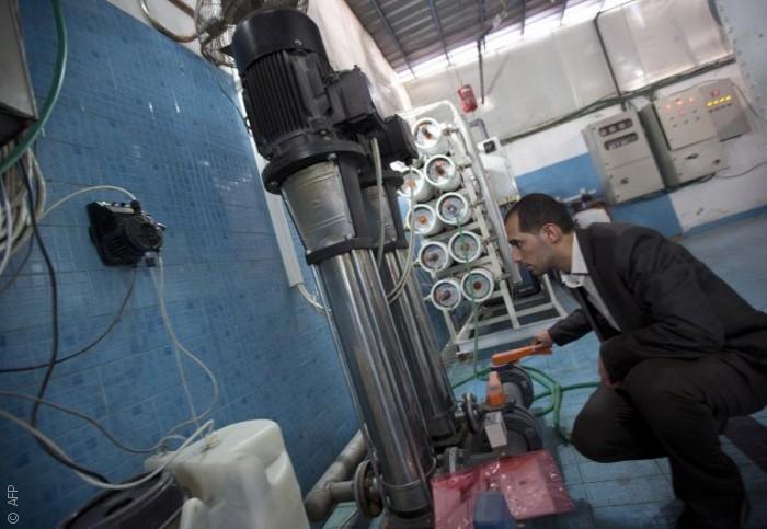 مهندس فلسطيني يصمم جهاز تحلية أملاً بحل أزمة المياه في غزة