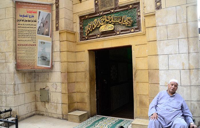 لقاء الشيخ إمام بالشاعر أحمد فؤاد نجم في حارة خوش قدم - صورة-2