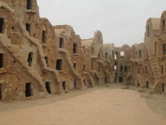 القصور الصحراوية في تطاوين التونسية حيث صُوّر فيلم Star Wars