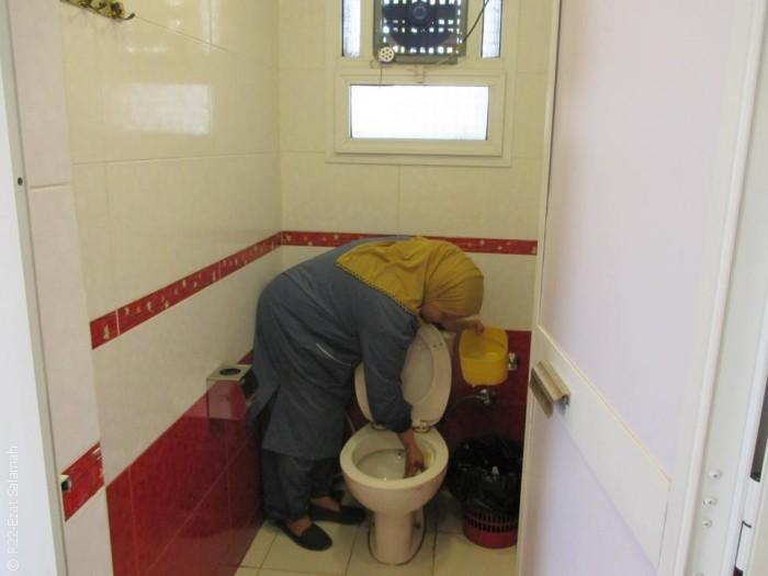 مصريات يعملن وأزواجهن يتسامرون ويشربون الشاي - صورة 3