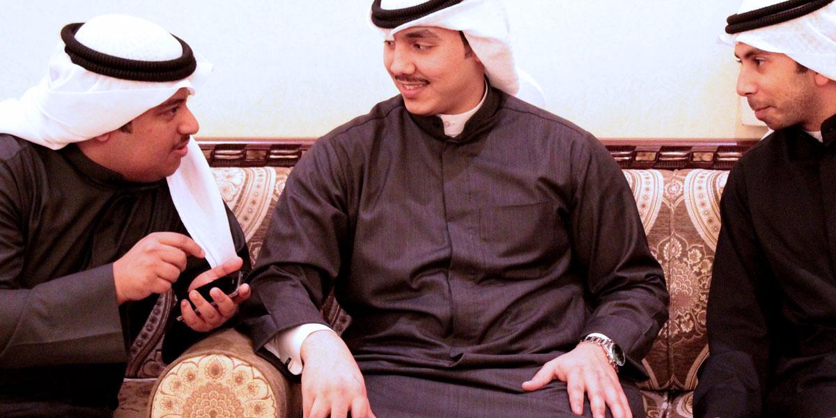 تويتر وفيسبوك يتغلبان على الديوانيات في الكويت