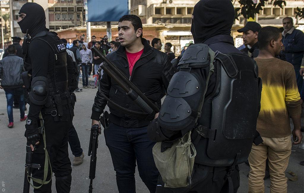 """الأمن المصري """"يخطف"""" ناشطين معارضين"""