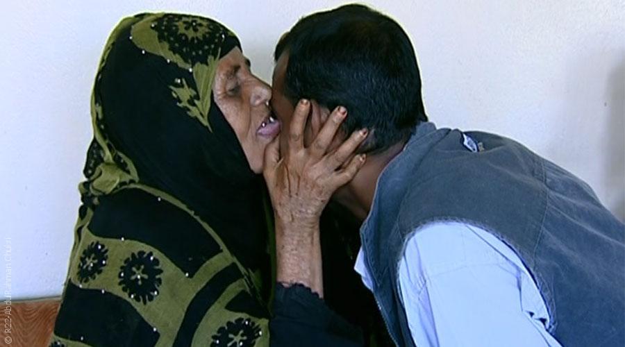 اليمنيون يُقبلون بكثرة على الطب الشعبي