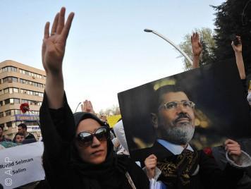 الإخوان المسلمون تنظيم إرهابي أم جماعة ديمقراطية؟