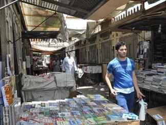 """""""سور الأزبكية"""": نهضة ثقافية يُبددها سوق """"العزيز بالله"""""""