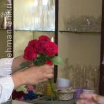 الرجال اليمنيون يخجلون من حمل الورود وإهدائها