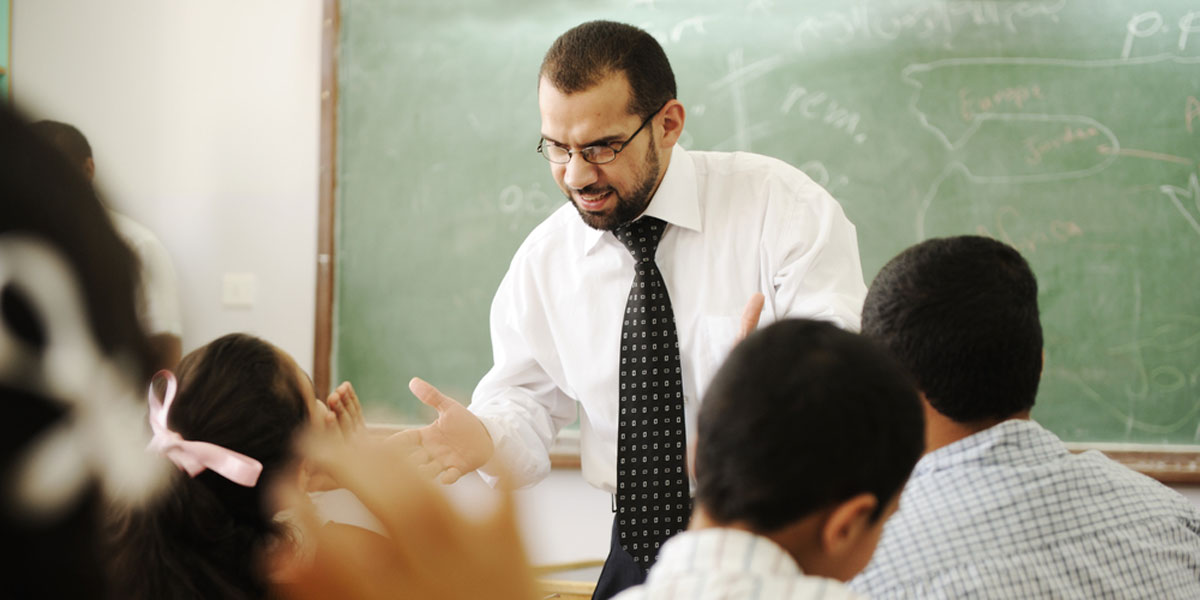 دعوات إلى تغيير المناهج الدراسية المحرضة على العنف وإلغاء الآخر