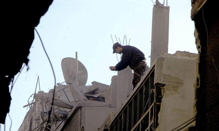 منازل-محطمة-نتيجة-القصف-السوري-على-المخيم-(1)