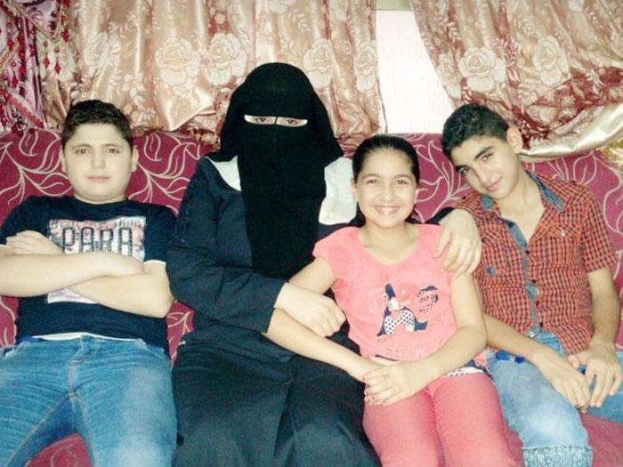 أرامل الشهداء في قطاع غزة - حياة وأطفالها