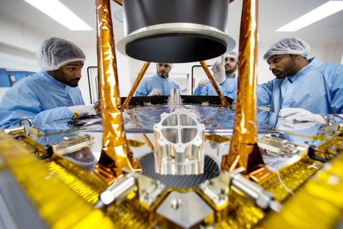 الإمارات اول دولة عربية تستكشف الفضاء - مركز محمد بن راشد للفضاء