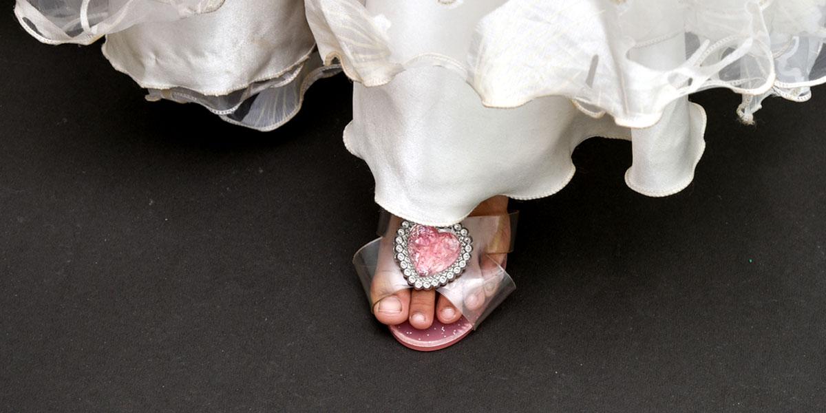 """أن تعيش الطفلة """"عفيفة مستورة في بيت زوجها"""": الصراعات السياسية والاجتماعية وزواج القاصرات في اليمن"""