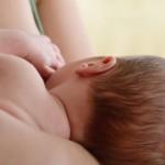 الرضاعة في الأماكن العامة: حق لك ولطفلك