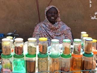 سيدات الشاي في الخرطوم، بين قسوة الشارع وظلم رجال الشرطة