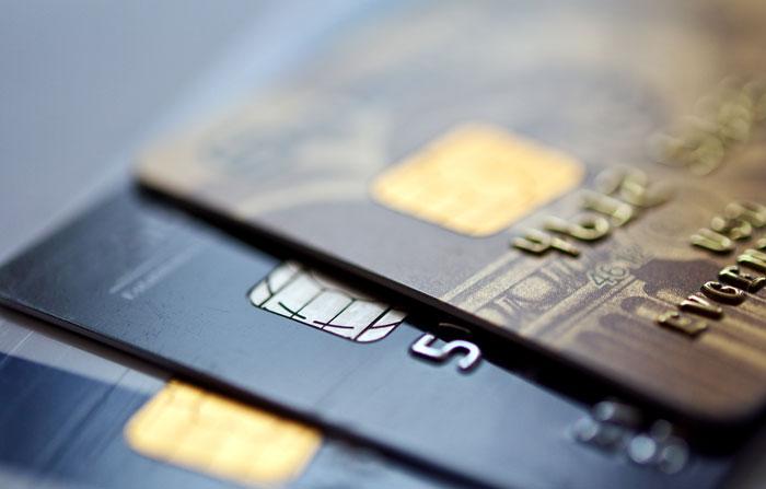 ادخار المال - قللوا من استعمال بطاقات الإئتمان