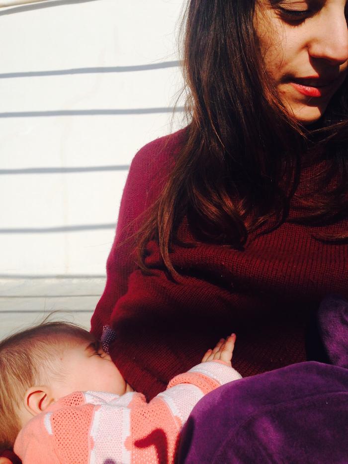 الرضاعة في الأماكن العامة .. حق الرضاعة علناً
