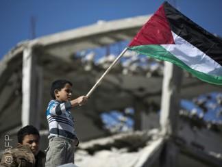 الفلسطينيون يرفعون علمهم على مقر الأمم المتحدة