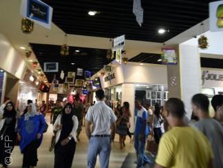 المراكز التجارية في الجزائر فسحة لقاء وحرية للشباب