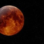 """بعض أجمل صور """"القمر الدموي"""""""