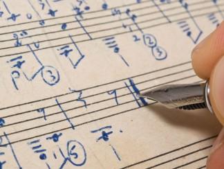 موسيقيات خلف الميكروفون: أشهر التجارب النسائية في التلحين والتأليف الموسيقي