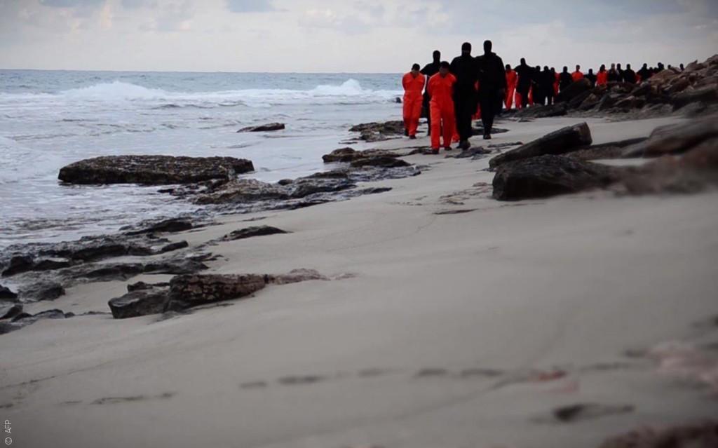 صور من العالم العربي هزت العالم .. صورنا التي لن ينساها العالم - إعدام داعش للأقباط في ليبيا