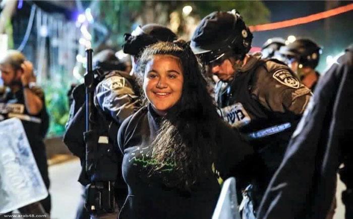 ابتسامة الشباب الفلسطيني لحظة اعتقالهم - صورة 1